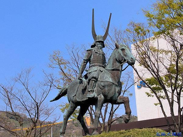 2彥根站前井伊直政雕像.jpg