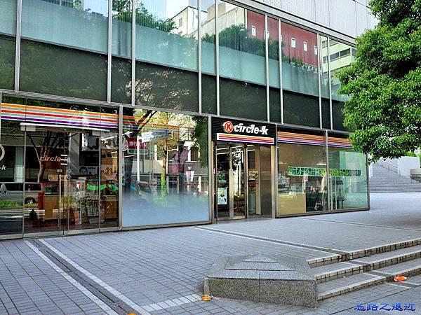9伏見希爾頓旁OK商店.jpg