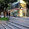 10伏見希爾頓旁OK商店.jpg