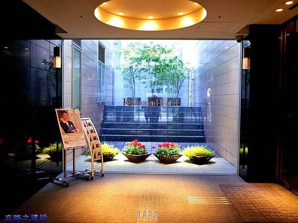 19Richmond Hotel 納屋前入口.jpg
