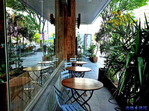 21Royal Garden Cafe前.jpg