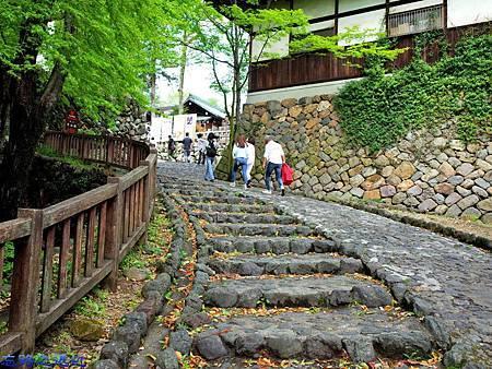 13犬山城上坡道.jpg