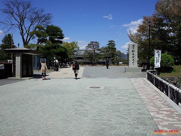 14松本城7出入口.jpg