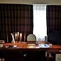 6富山Daiwa Roynet 房內桌.jpg