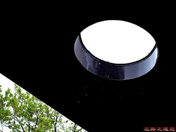 74無何有黃蘗陽台屋頂圓洞