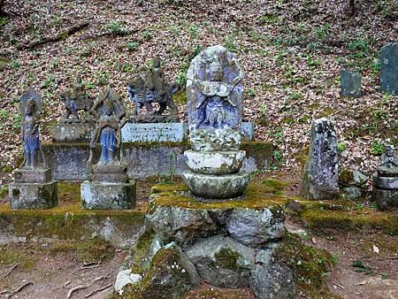 13常樂寺石佛像.jpg