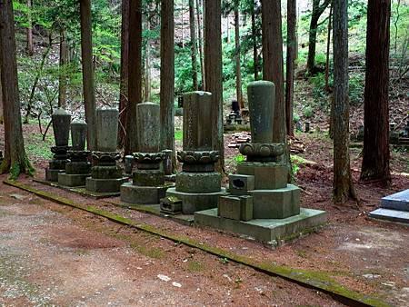 20常樂寺石造多寶塔參道多層塔.jpg
