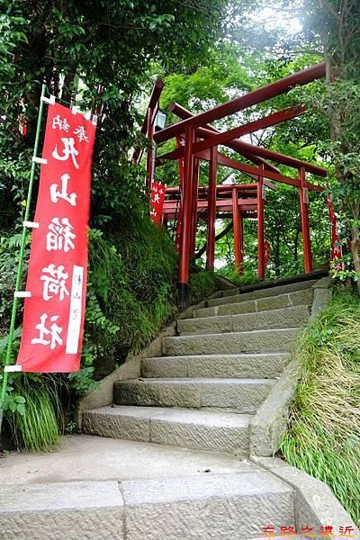 33鶴岡八幡宮丸山稻荷社鳥居.jpg