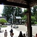 18中尊寺本堂望向庭院.jpg