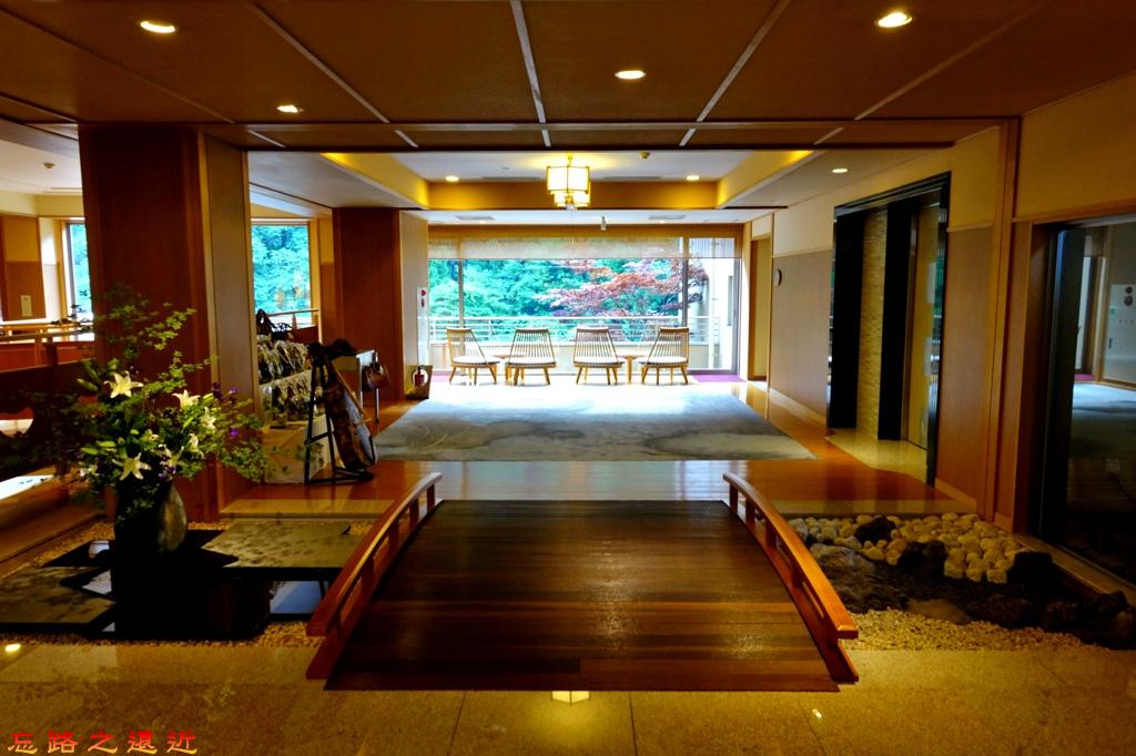 4游泉入口大廳拱橋.jpg