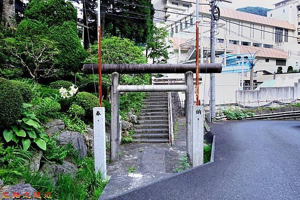 4游泉旁神社鳥居.jpg