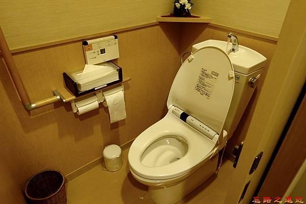 23游泉房間廁所.jpg