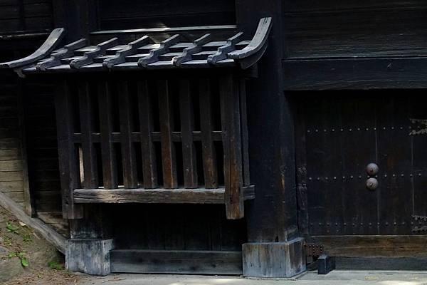 30弘前城追手門出窗格子