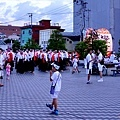 8弘前市立觀光館前廣場睡魔祭集合民眾-2.jpg