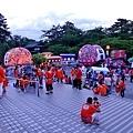 10弘前市立觀光館前廣場睡魔祭集合民眾-4.jpg