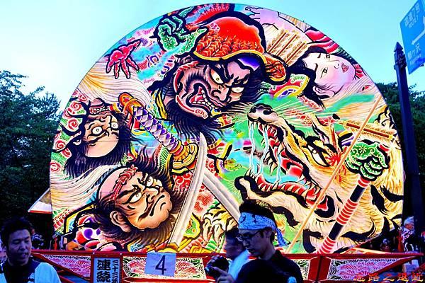 13弘前睡魔祭櫻之丘燈籠-大型扇.jpg