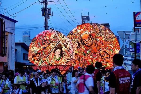 22弘前睡魔祭燈籠大型扇與小型扇.jpg