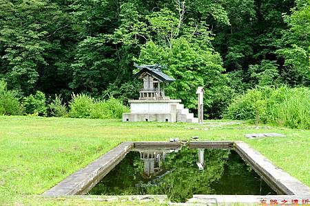 36城倉旅館外小神社.jpg