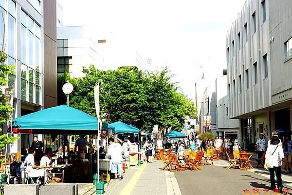 11秋田竿燈祭期間站前街道-2.jpg