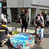 12秋田站前街道釣水風船父子.jpg