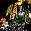 29竿燈祭第二段大小若並排舉燈2.jpg