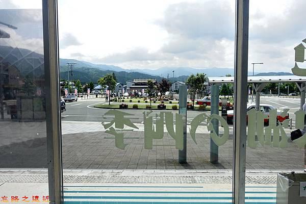 3田澤湖站內望外.jpg