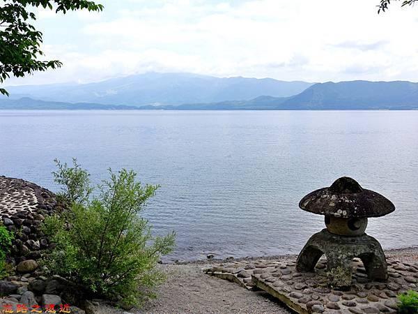 17田澤湖浮木神社旁石燈籠.jpg