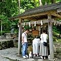 29田澤湖御座石神社手水洗.jpg