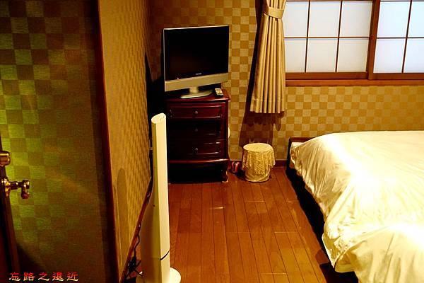 33都わすれ房間臥室-除濕器電視.jpg