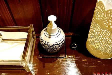 37都わすれ房間盥洗室-洗手乳罐.jpg