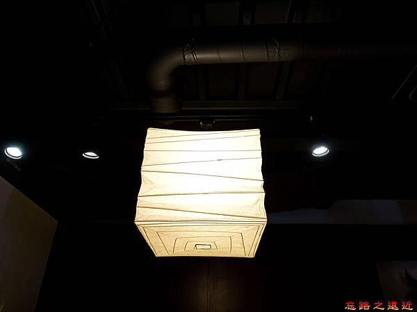 7京都 ホルモン梅しん1樓照明.jpg