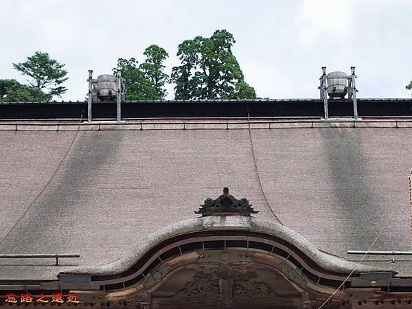 39高野山金剛峯寺主殿屋頂天水桶