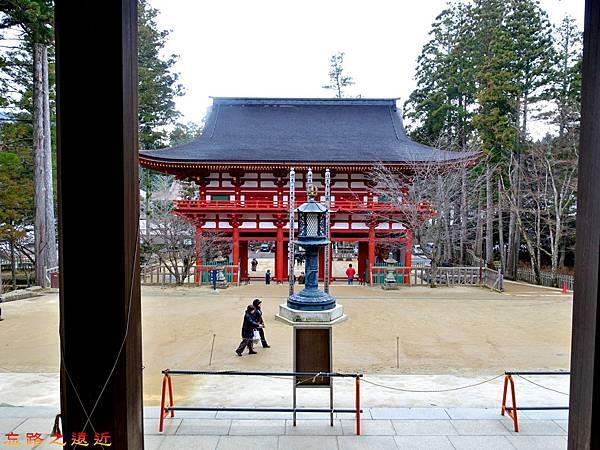 6高野山壇上伽藍金堂望山門.jpg