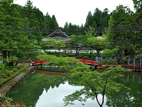 29高野山壇上伽藍蓮池.jpg