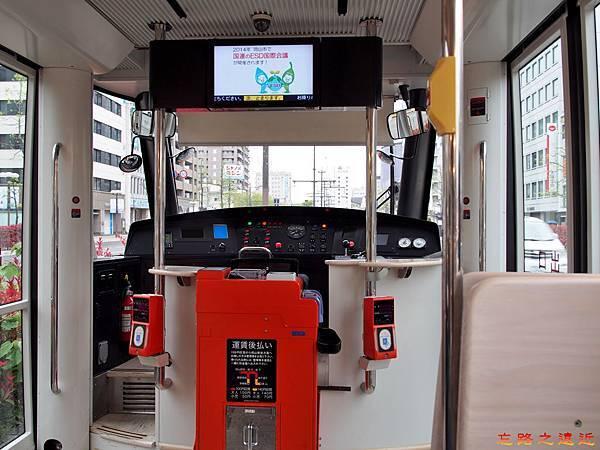 2岡山MOMO電車後車門入口.jpg