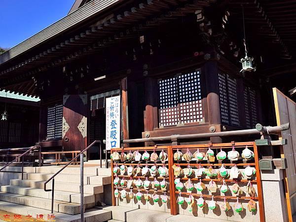28吉備津彥神社拜殿側門.jpg