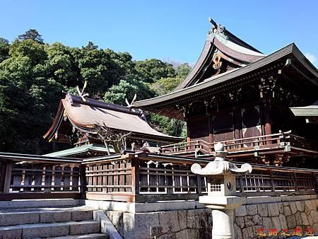 35吉備津彥神社渡殿與主殿.jpg