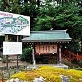 16吉備津神社入口矢置石.jpg