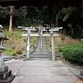 40吉備津神社迴廊外岩山宮鳥居.jpg