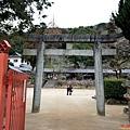 44吉備津神社南入口.jpg