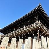 21東大寺二月堂階梯望二月堂.jpg