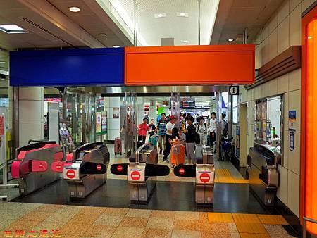 19成田機場第二航站京成電鐵入口閘門.jpg