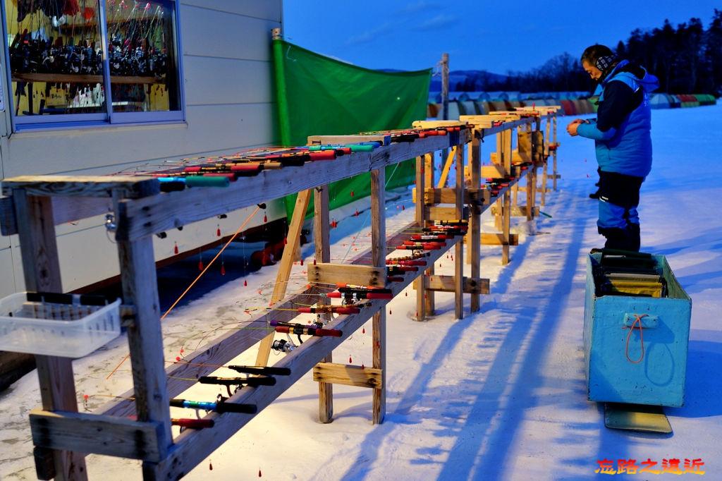 28阿寒湖冰上活動吊公魚釣具架.jpg