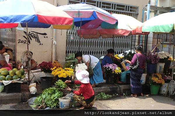 緬甸拜佛用的是花束2