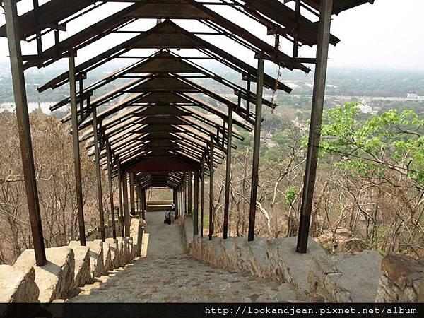 曼德勒山的階梯