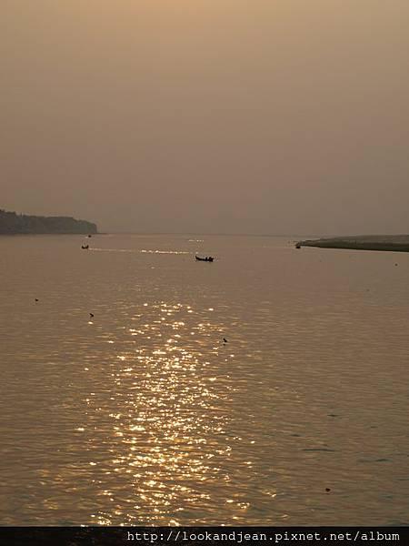 遊輪上的夕陽