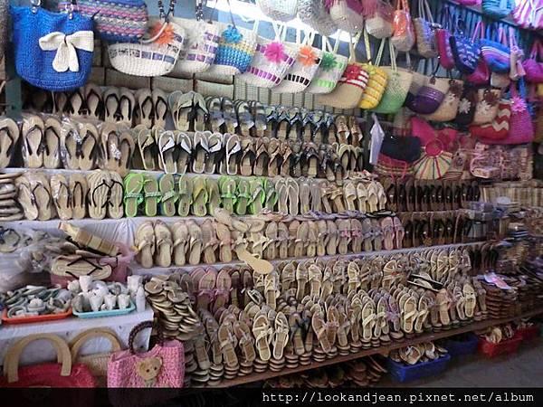 SHWE-ZI-GON PAYA(瑞西貢佛塔)的走道攤販