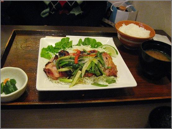炭烤鹽蔥雞肉定食.JPG