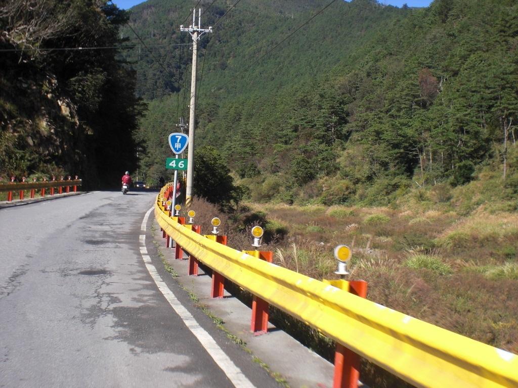 武陵前的大甲溪谷.jpg