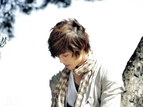 1024x768 Hyun Joong 賢重